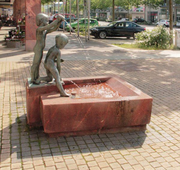 Brunnenmeisterei Weimar, Schreier, Chemnitz Straße der Nationen Kinderbrunnen