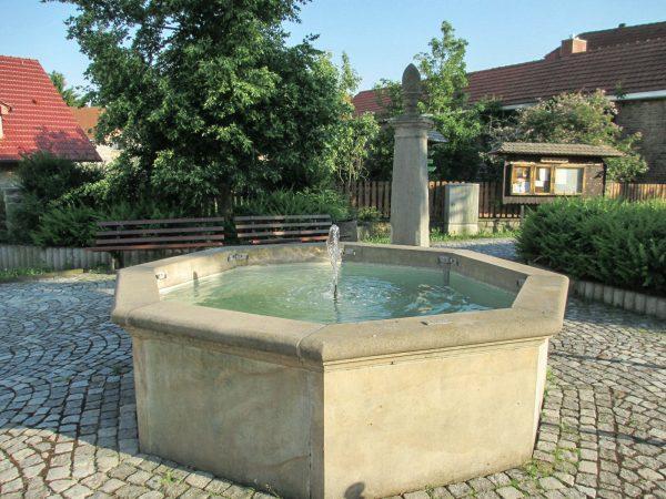 Heyda Sandsteinbrunnen
