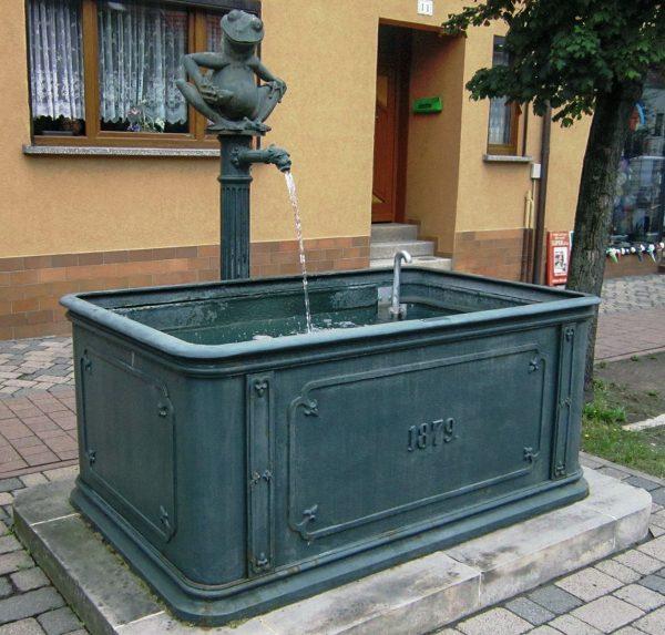 Langewiesen Gussbrunnen mit Frosch