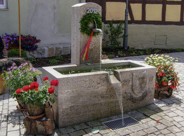 Rheinfeldshof Natursteinbecken
