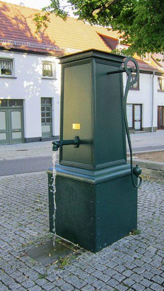 Sömmerda Historischer Pumpbrunnen Aluguss